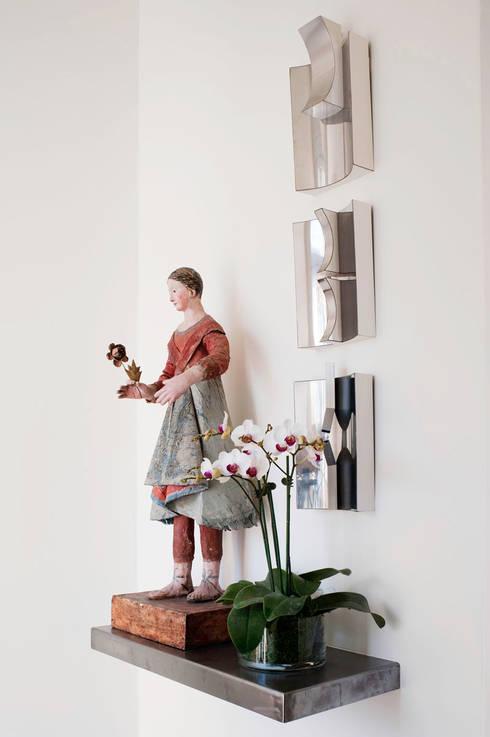 Casa em Sao Francisco - Potrero Hill: Corredores e halls de entrada  por Antonio Martins Interior Design Inc
