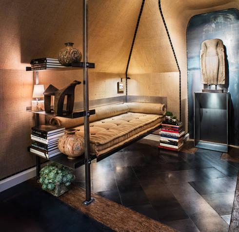 San Francisco Decorator Showcase 2013: Quartos ecléticos por Antonio Martins Interior Design Inc