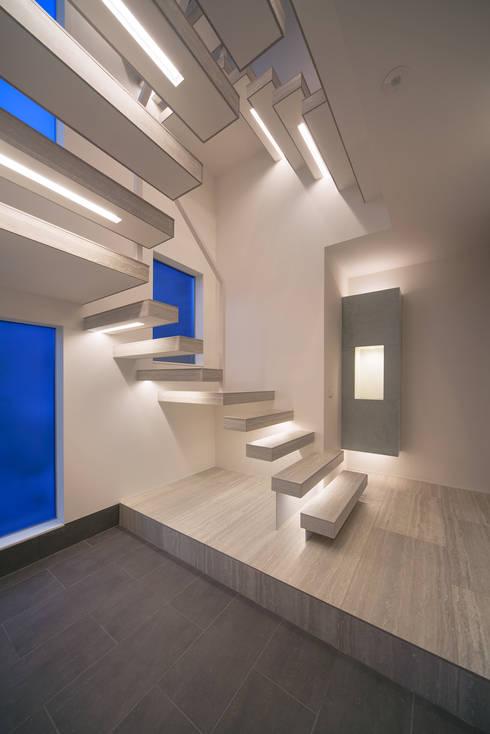 Y8-house「木と石の家」: Architect Show co.,Ltdが手掛けた廊下 & 玄関です。