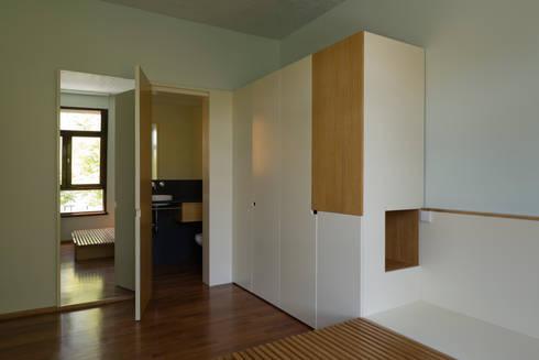Remodelação de Apartamento na Pasteleira: Quartos escandinavos por ABPROJECTOS