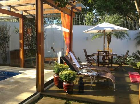 Projeto MF Interiores - Piscina e SPA para todas as estações: Piscinas tropicais por MF Interiores