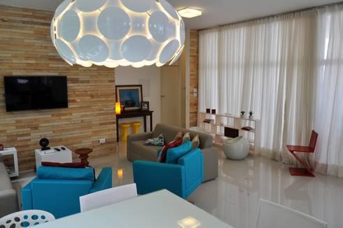 Arquiteura e design: Sala de estar  por Libório Gândara Ateliê de Arquitetura