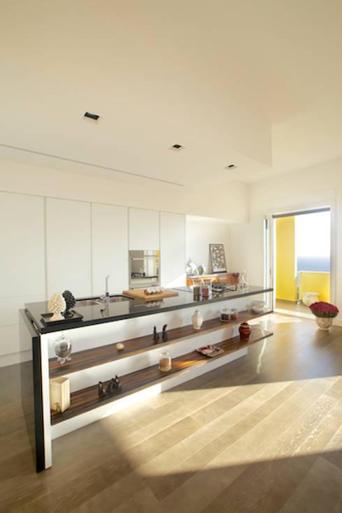 Casa N: Cucina in stile  di archielle