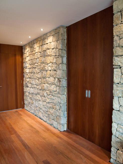 Corridor & hallway by André Pintão