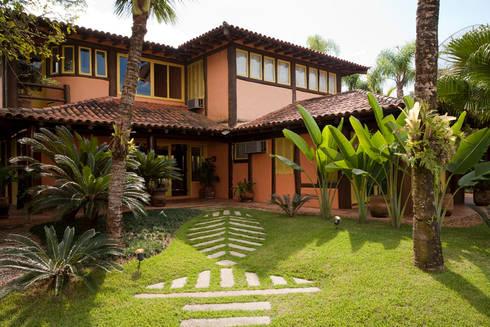 RESIDÊNCIA SL: Casas rústicas por MADUEÑO ARQUITETURA & ENGENHARIA
