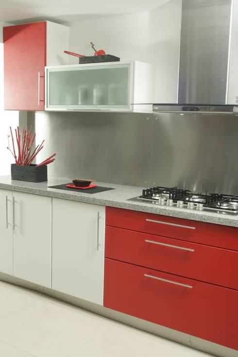 Más Proyectos.: Cocinas de estilo  por Sql Amoblamientos de Cocina