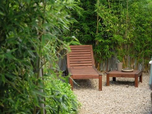 Pormenor de zona de estadia: Jardins ecléticos por Atelier Jardins do Sul