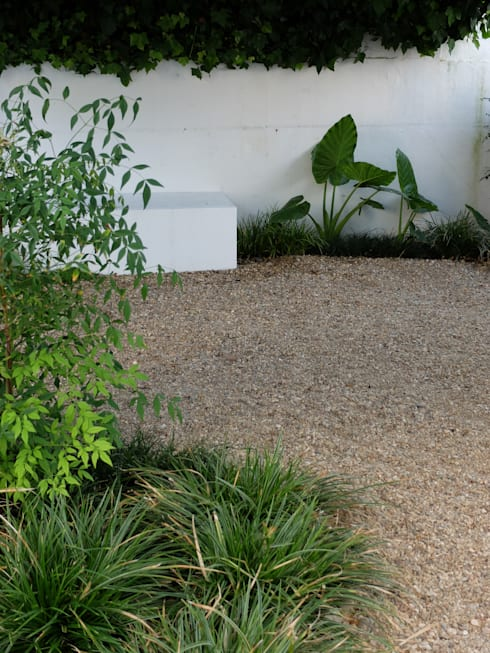 Vista sobre banco: Jardins ecléticos por Atelier Jardins do Sul