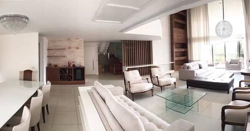 Apartamento Península: Salas de estar clássicas por Duplex Interiores