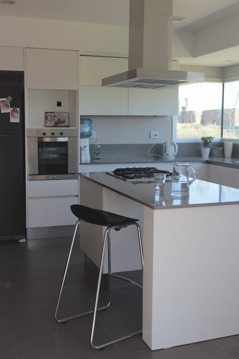 CASA MJM: Cocinas de estilo minimalista por JORGELINA ALVAREZ  I arquitecta I