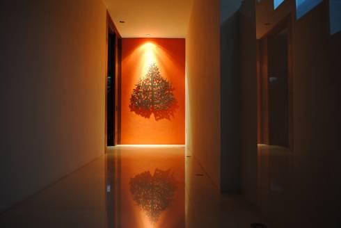 Mar Álvarez: Pasillos y recibidores de estilo  por Mar Alvarez Studio