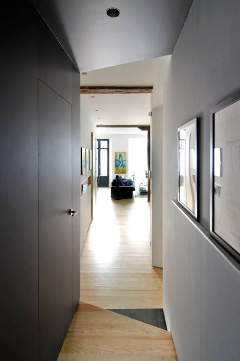 Reforma vivienda: Pasillos y vestíbulos de estilo  de Garmendia Cordero arquitectos
