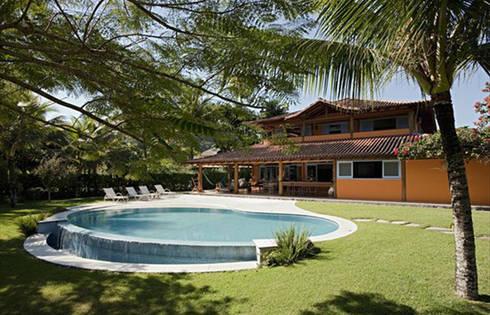RESIDÊNCIA AG: Casas rústicas por MADUEÑO ARQUITETURA & ENGENHARIA