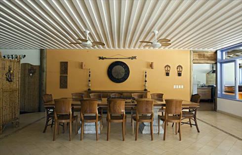 RESIDÊNCIA AG: Salas de jantar rústicas por MADUEÑO ARQUITETURA & ENGENHARIA