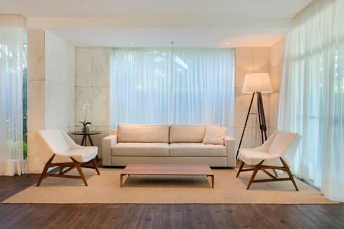Salão de festas e brinquedoteca: Salas de estar modernas por Carolina Mendonça Projetos de Arquitetura e Interiores LTDA