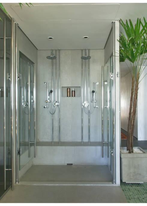 Apto Al. Campinas: Banheiros modernos por Elisabete Primati Arquitetura