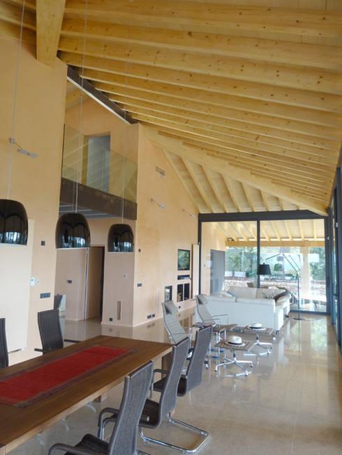 Casa Paddenberg: Salones de estilo moderno de miguelfloritarquitectura sl