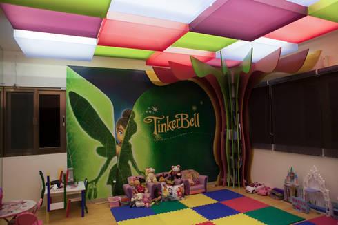 Sala de juegos: Recámaras infantiles de estilo ecléctico por Arq Mobil