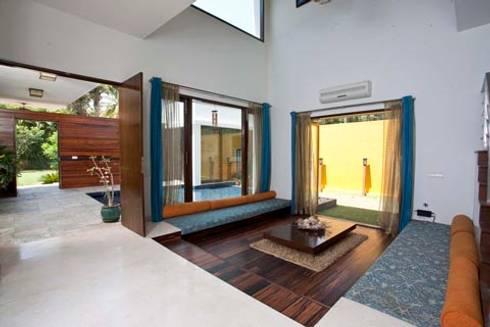 Aurora Residence:  Corridor & hallway by Sanctuary