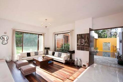 Aurora Residence: modern Living room by Sanctuary