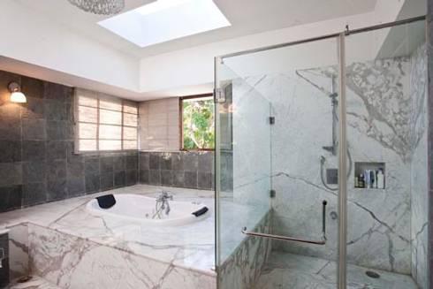 Aurora Residence: modern Bathroom by Sanctuary