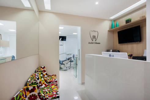 Consultório de Dentista: Clínicas  por Carolina Mendonça Projetos de Arquitetura e Interiores LTDA