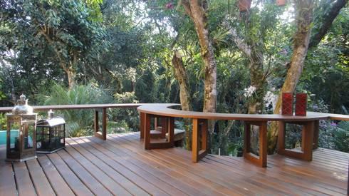 Banco que contorna a paisagem: Terraços  por Juliana Zanetti Arquitetura e Interiores