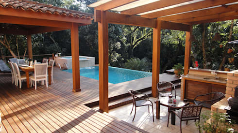 Vista da piscina: Terraços  por Juliana Zanetti Arquitetura e Interiores