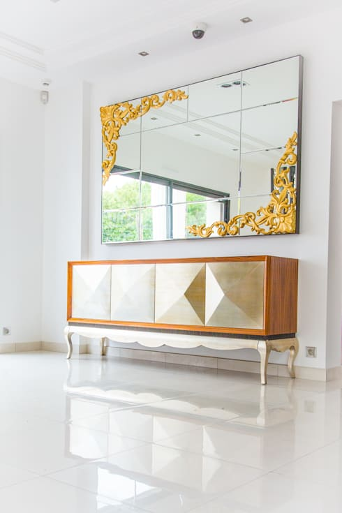 Commode Miroir: Couloir et hall d'entrée de style  par LUSIARTE