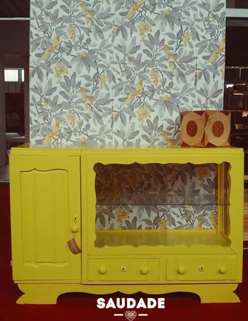 Móvel pássaros do paraíso: Sala de jantar  por Saudade - Restyling de mobiliário