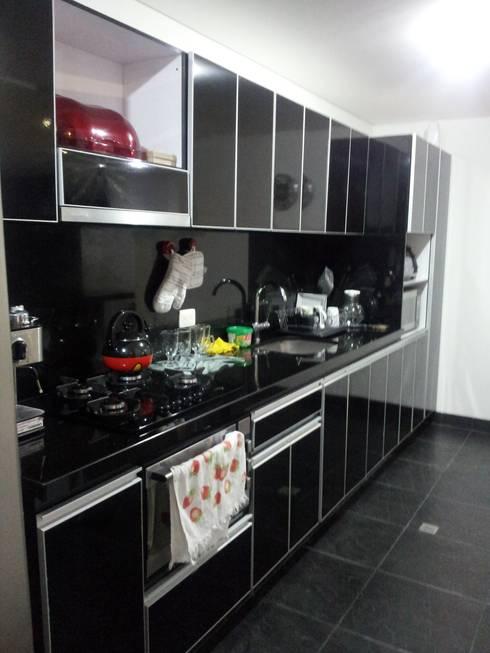 APTO. SIERRAS DEL ESTE - BOGOTA COLOMBIA: Cocinas de estilo  por MS - CONSTRUCCIONES MARIO SOTO & Cìa S.A.S.