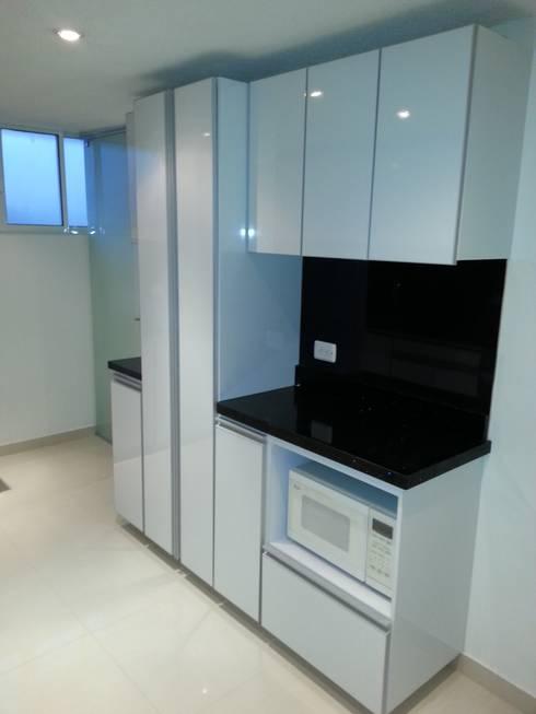 APTO. ENTRE RIOS – BOGOTÁ – 2012: Cocinas de estilo moderno por MS - CONSTRUCCIONES MARIO SOTO & Cìa S.A.S.