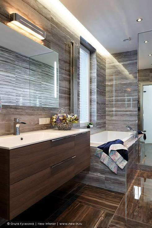 Квартира на Каменноостровском проспекте для галеристки: Ванные комнаты в . Автор – Ольга Кулекина - New Interior