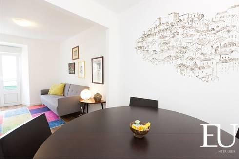 Projecto Apartamento Turístico T2 na Graça em Lisboa: Salas de estar modernas por EU INTERIORES