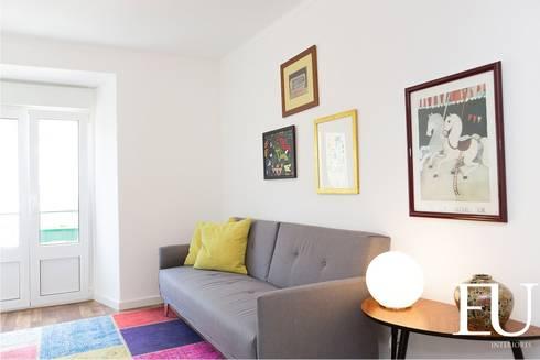 Sala - Apartamento Turístico Lisboa: Salas de estar modernas por EU INTERIORES