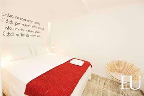 Projecto Apartamento Turístico T2 na Graça em Lisboa: Quartos modernos por EU INTERIORES