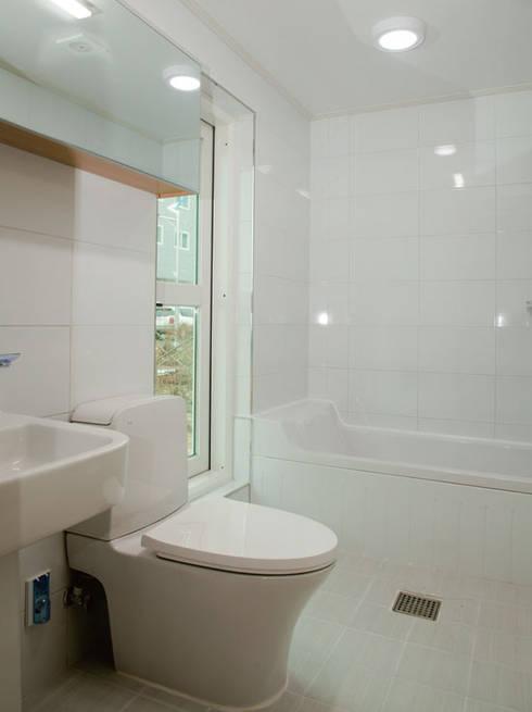 해원이네 : AAPA건축사사무소의  욕실