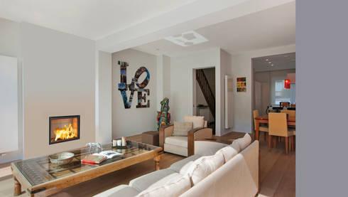 Recuperadores Lenha Bodart&Gonay - Gama Concept 760 Green : Salas de estar modernas por Biojaq - Comércio e Distribuição de Recuperadores de Calor Lda