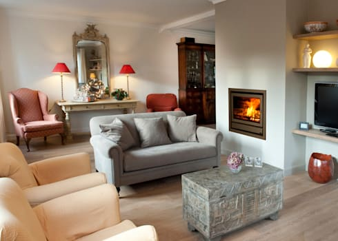 In Fire 744 Classic: Salas de estar modernas por Biojaq - Comércio e Distribuição de Recuperadores de Calor Lda