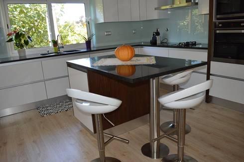 Ilha: Cozinha  por Ansidecor