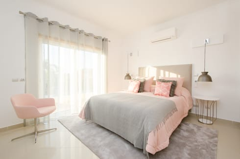 Private Interior Design Project – Vilamoura: Quarto  por Simple Taste Interiors