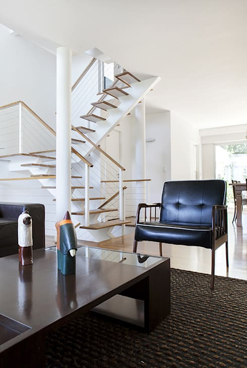 Residencia em Condomínio fechado: Salas de estar modernas por Lucia Helena Bellini arquitetura e interiores