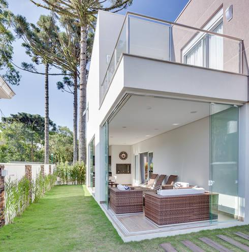 Jardines de estilo  por Angelica Pecego Arquitetura