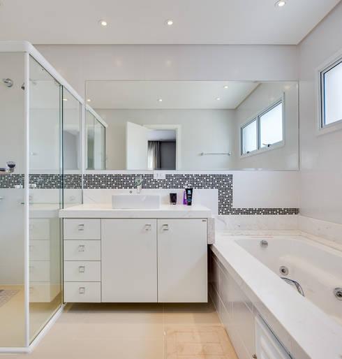 Baños de estilo  por Angelica Pecego Arquitetura