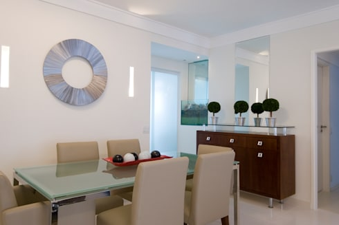 Apartamento para jovem rapaz: Salas de jantar modernas por Lucia Helena Bellini arquitetura e interiores