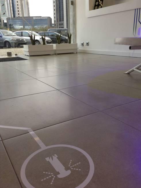 Vinil aplicado no chão : Lojas e espaços comerciais  por EspaçodeIdeias