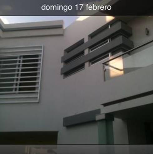 vista interior : Casas de estilo minimalista por OROPEZA ARQUITECTOS