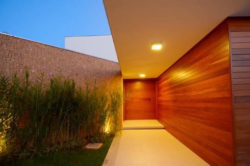 Residência RR: Casas modernas por Cabral Arquitetura Ltda.