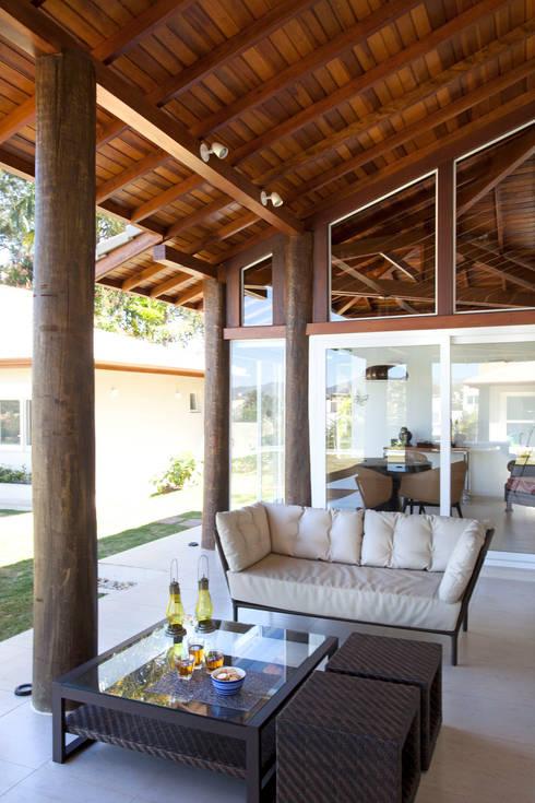 Terrazas de estilo  por Samy & Ricky Arquitetura