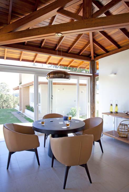 Salas / recibidores de estilo  por Samy & Ricky Arquitetura